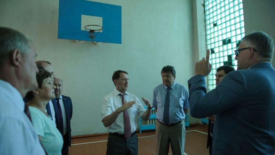 В Поворинском районе отремонтируют Октябрьскую школу