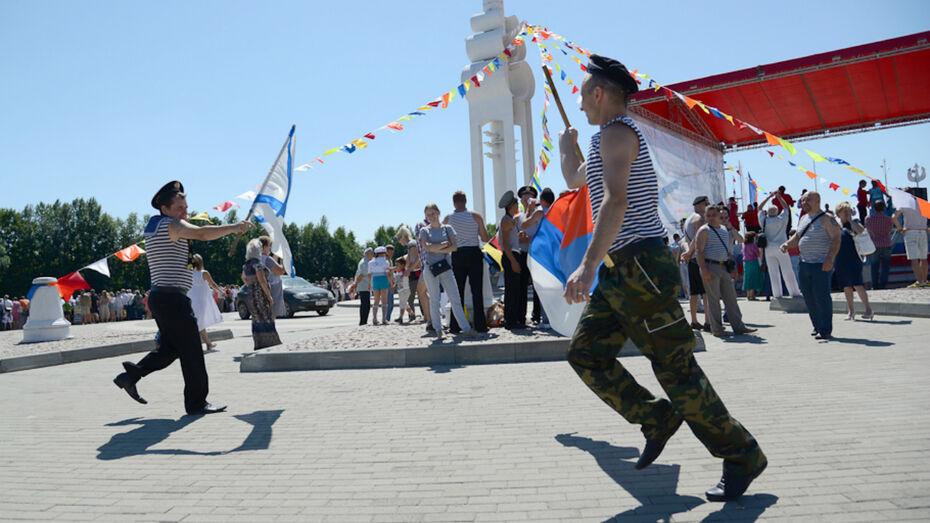 Первые лица региона поздравили жителей Воронежской области с Днем ВМФ