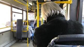 В Воронеже в больших автобусах начали устанавливать вторые терминалы для оплаты картой
