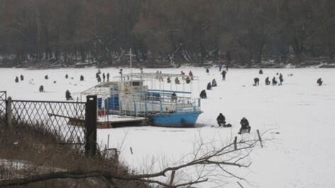Воронежские спасатели начали штрафовать рыбаков за нарушение правил выхода на лед