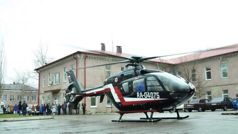 Пострадавшую в аварии с мотоциклом выпускницу привезли на вертолете в Воронеж