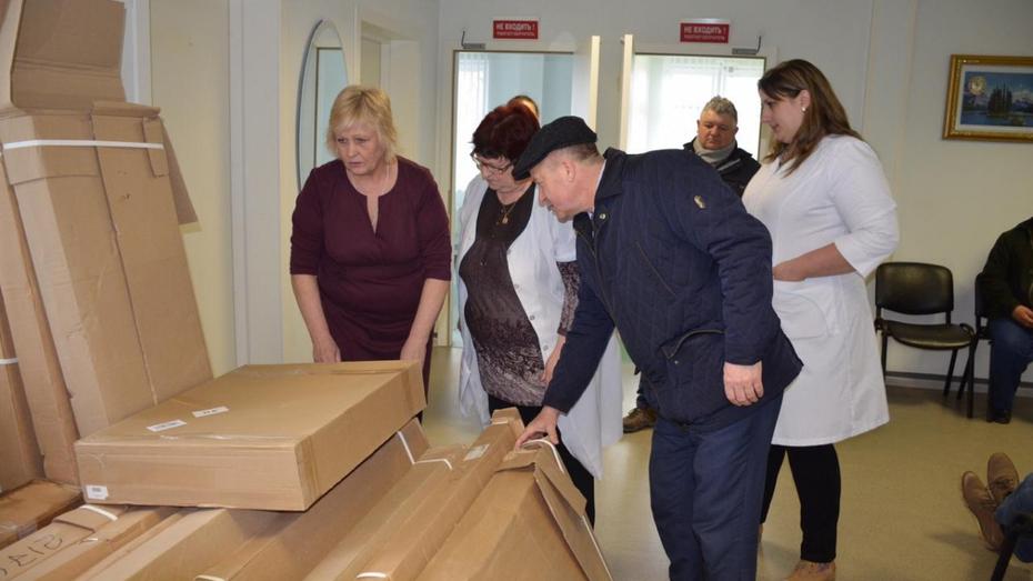 В Верхнемамонском районе медикам подарили новое оборудование