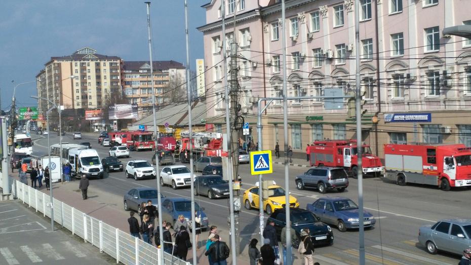 В Воронеже на пожаре в цеху «Работницы» пострадал мужчина