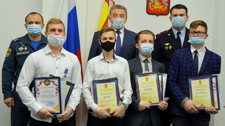 Сенатор Сергей Лукин в Воронеже вручил награды юным героям