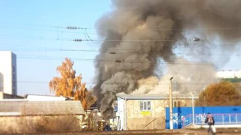 В Воронеже на левом берегу сгорел автосервис