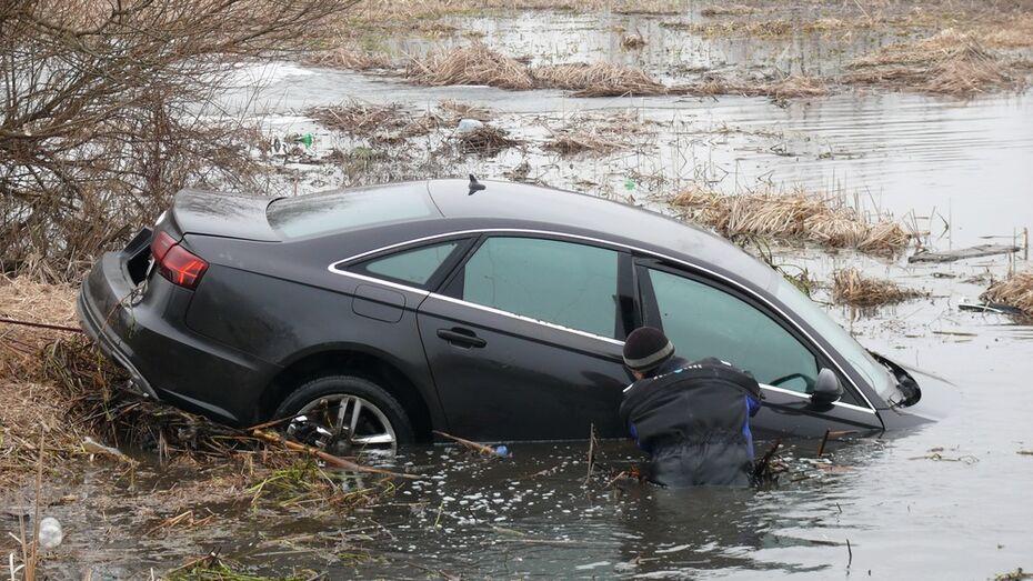 В Рамони из реки Воронеж достали Audi