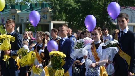 Региональные власти поздравили школьников Воронежской области с последним звонком