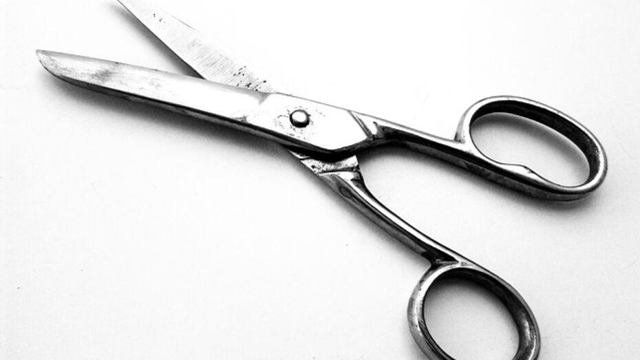 Житель Воронежской области угрожал убить жену ножницами