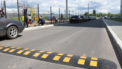 В Воронеже детскую площадку в ЖК «Озерки» огородили после 2 аварий с пострадавшими детьми