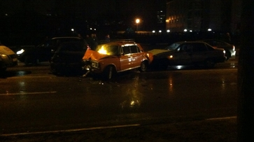 В Воронеже 3 автомобиля столкнулись на улице Домостроителей