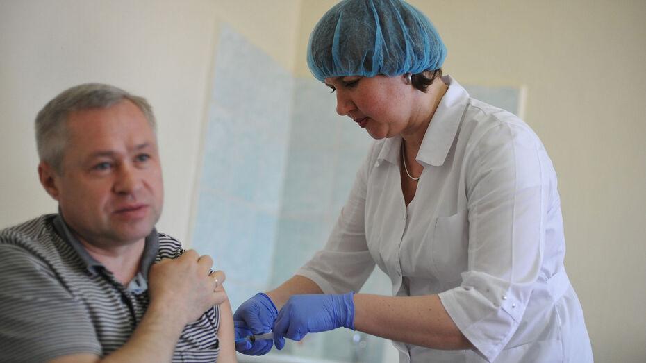 Около 14% привитых от коронавируса пожаловались на мышечные боли