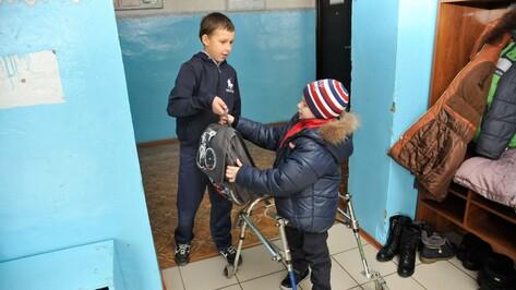 «В школу на ходунках». Почему воронежский мальчик-инвалид отказался от домашнего обучения