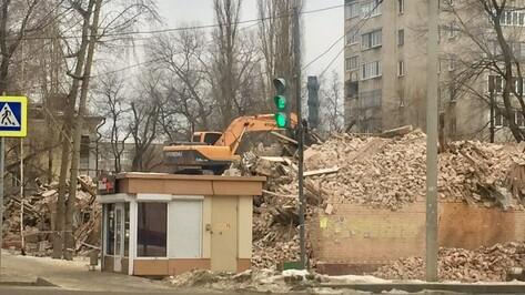 На левом берегу Воронежа снесли дом, напугавший горожан пожаром в конце 2020-го