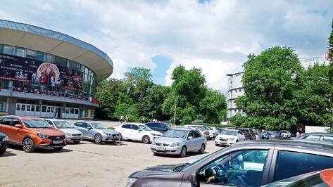 Въезд на парковку у Воронежского цирка ограничат