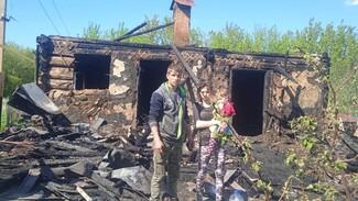 Молодая семья погорельцев из богучарского села попросила о помощи