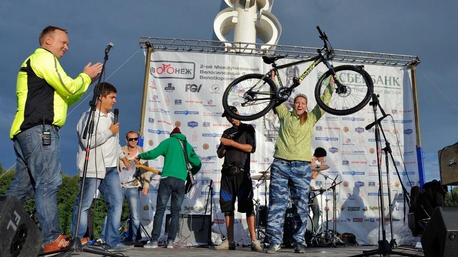 Участникам велофестиваля в Воронеже вручили «губернаторские» велосипеды