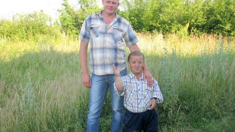 В Терновском районе неподалеку друг от друга живут самый высокий и самый маленький местные жители
