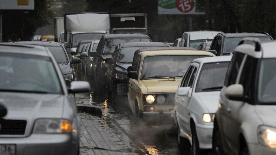 Часть Левобережного района Воронежа сковали пробки из-за коммунальных работ