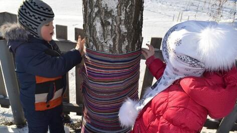 В Воронежской области дети согрели деревья