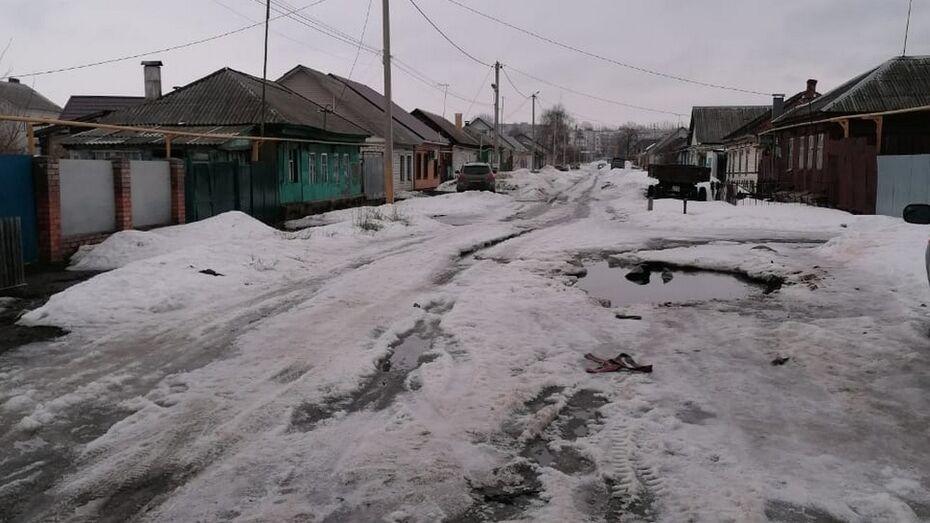 Власти Борисоглебска прокомментировали случай с утонувшим в луже ВАЗом