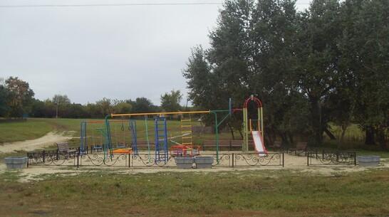 В кантемировском хуторе Хрещатый активисты сделали первую детскую площадку