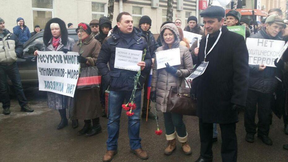 На марш памяти Бориса Немцова собрались более сотни воронежцев
