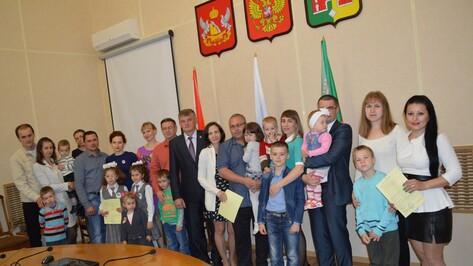 В Рамони 8 молодых семей получили жилищные сертификаты