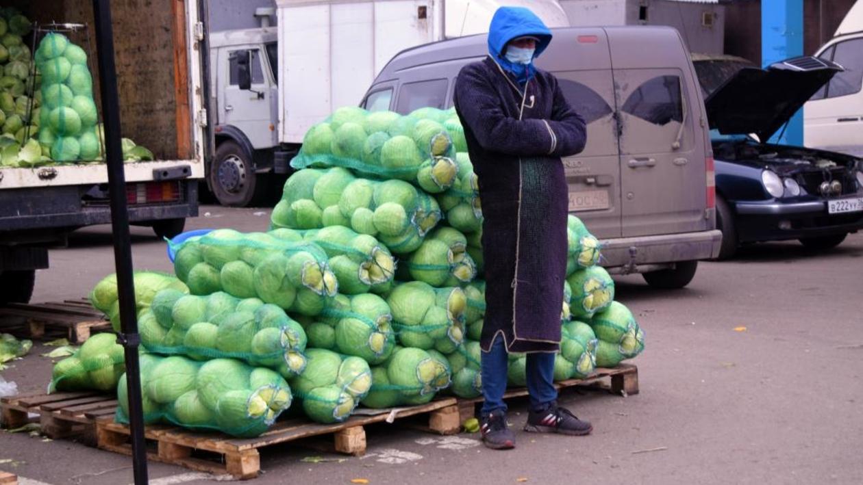 «Как еще бороться?» На двух воронежских рынках прошли масочные рейды