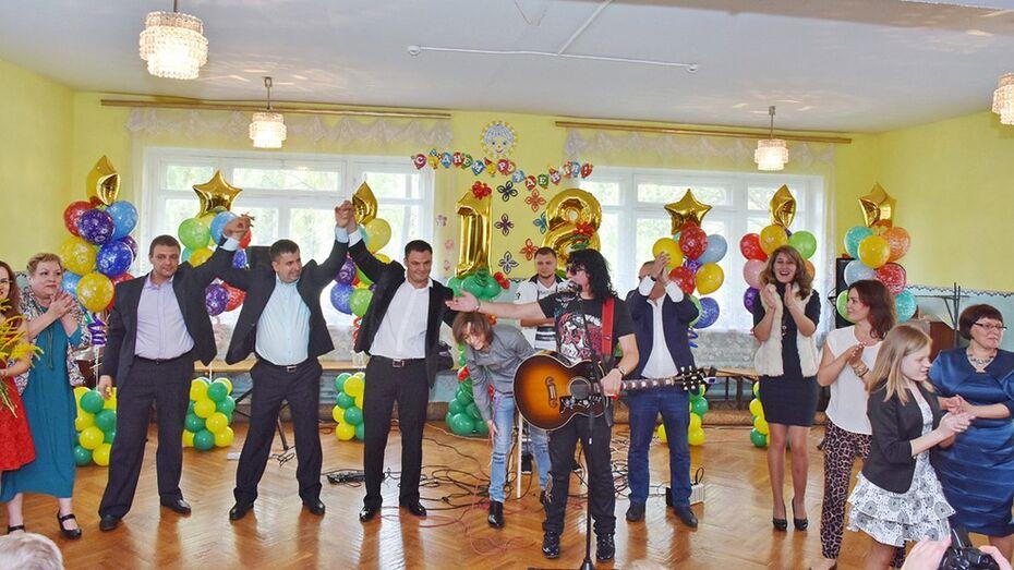 Группа «Отпетые мошенники» выступила в Мировском детском доме Панинского района
