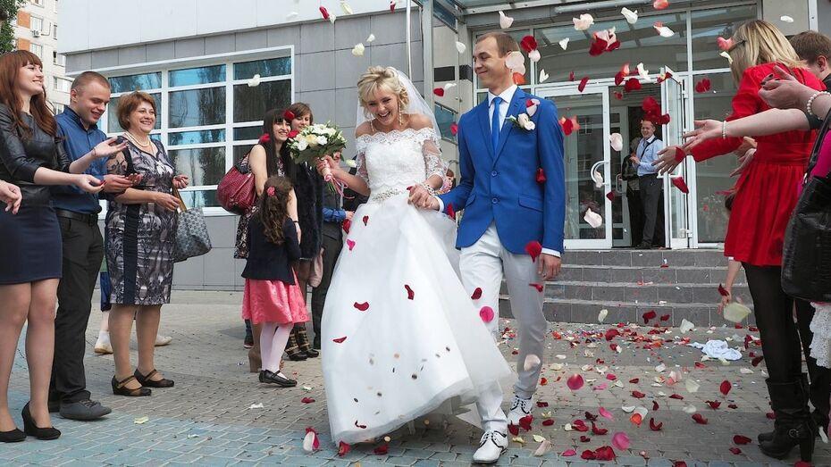 Дата с тремя семерками вызвала свадебный бум в Воронежской области