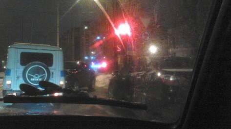 В Воронеже 17-летний подросток на Lexus врезался в машину Росгвардии