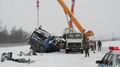 На трассе М-4 под Воронежем из-за гололеда произошло два крупных ДТП
