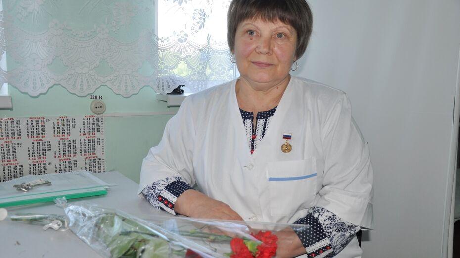 Павловской медсестре вручили награду Российского Красного креста