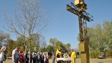 На окраине семилукского села установили поклонный крест
