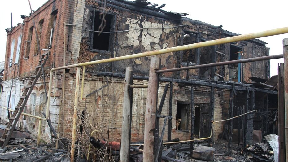 В Новохоперске при пожаре в двухэтажном доме погибла 78-летняя женщина