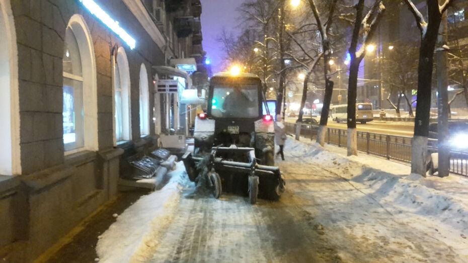 Коммунальщики за выходные вывезли с улиц Воронежа 16,4 тыс кубометров снега