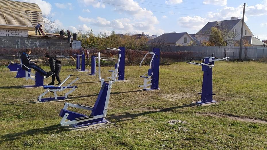 В Усманском 2-м сельском поселении установили 10 уличных тренажеров