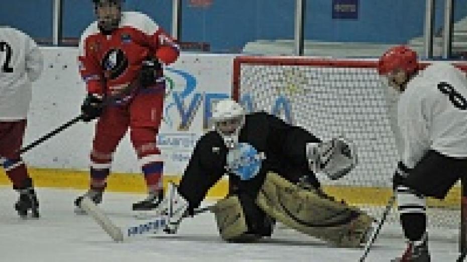 В Воронеже журналисты Черноземья сыграли в хоккей со спортивными комментаторами