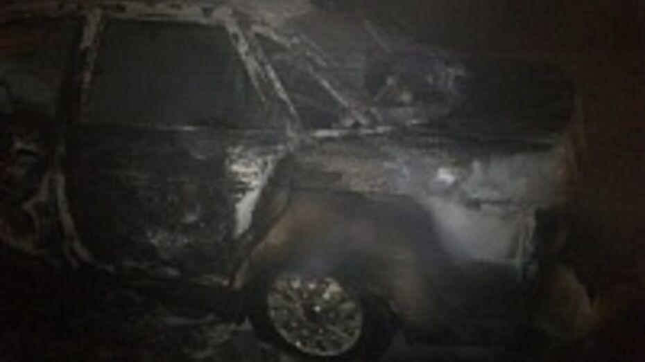 На проспекте Патриотов в Воронеже сожгли «десятку»