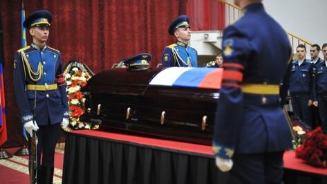 «Принял смерть геройски». В Воронеже простились с погибшим в Сирии летчиком