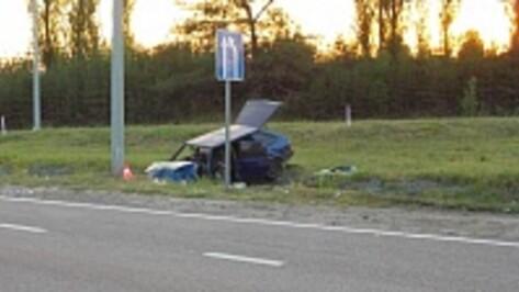 Под Воронежем «ВАЗ» врезался в фонарь: четыре человека ранены