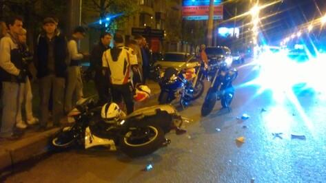 ДТП на Московском проспекте: БМВ сбил мотоциклиста, байкера увезли на «скорой»