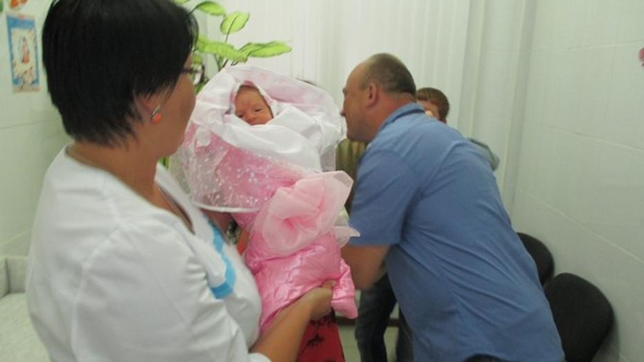 В Новохоперском районе стали чаще рожать вторых детей