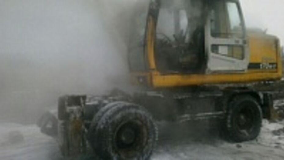 В Воронежской области сгорел экскаватор