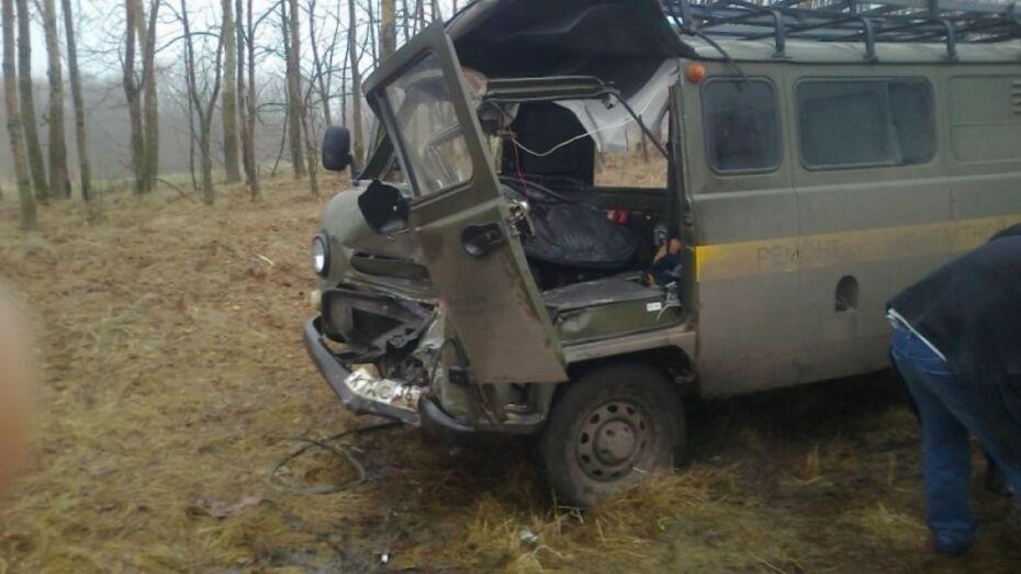 В Воронежской области отлетевшие колеса «КАМАЗа» травмировали водителя легковушки