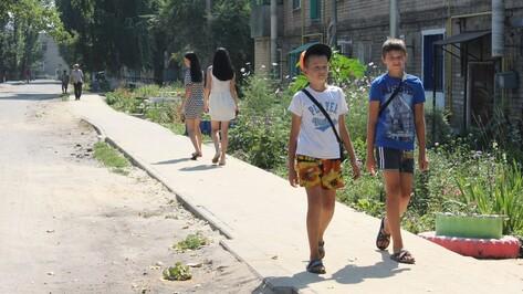 В Панинском районе проложили 2130 метров тротуара