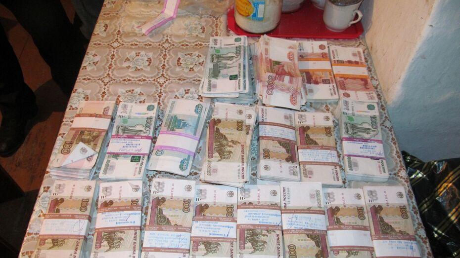 Воронежские полицейские нашли 9,5 млн рублей у напавшего на бизнесмена грабителя