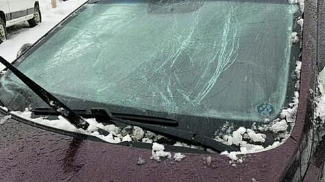 Ледяная глыба разбила иномарку жительницы Воронежа