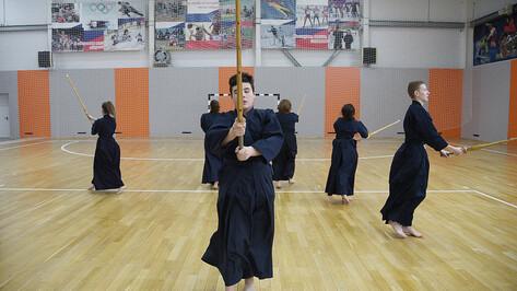 Творческих доспехов. Как директор библиотеки развивает японское кендо в воронежском селе