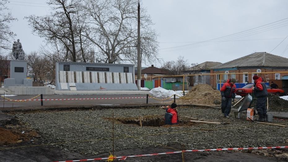 В Верхнем Мамоне начались работы по установке стелы «Населенный пункт воинской доблести»